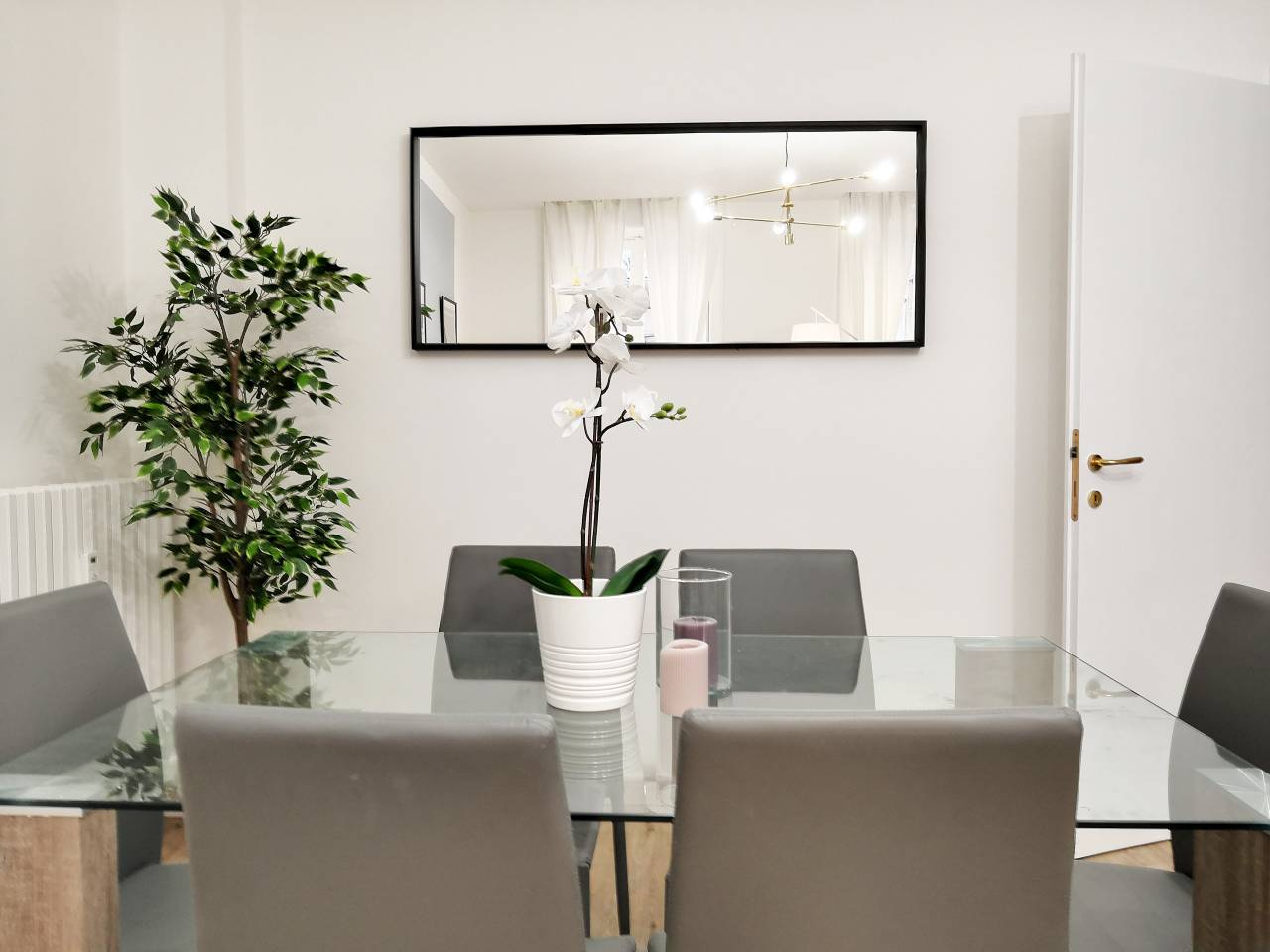 Apartment Hintown Austere Elegance 2 photo 18404035