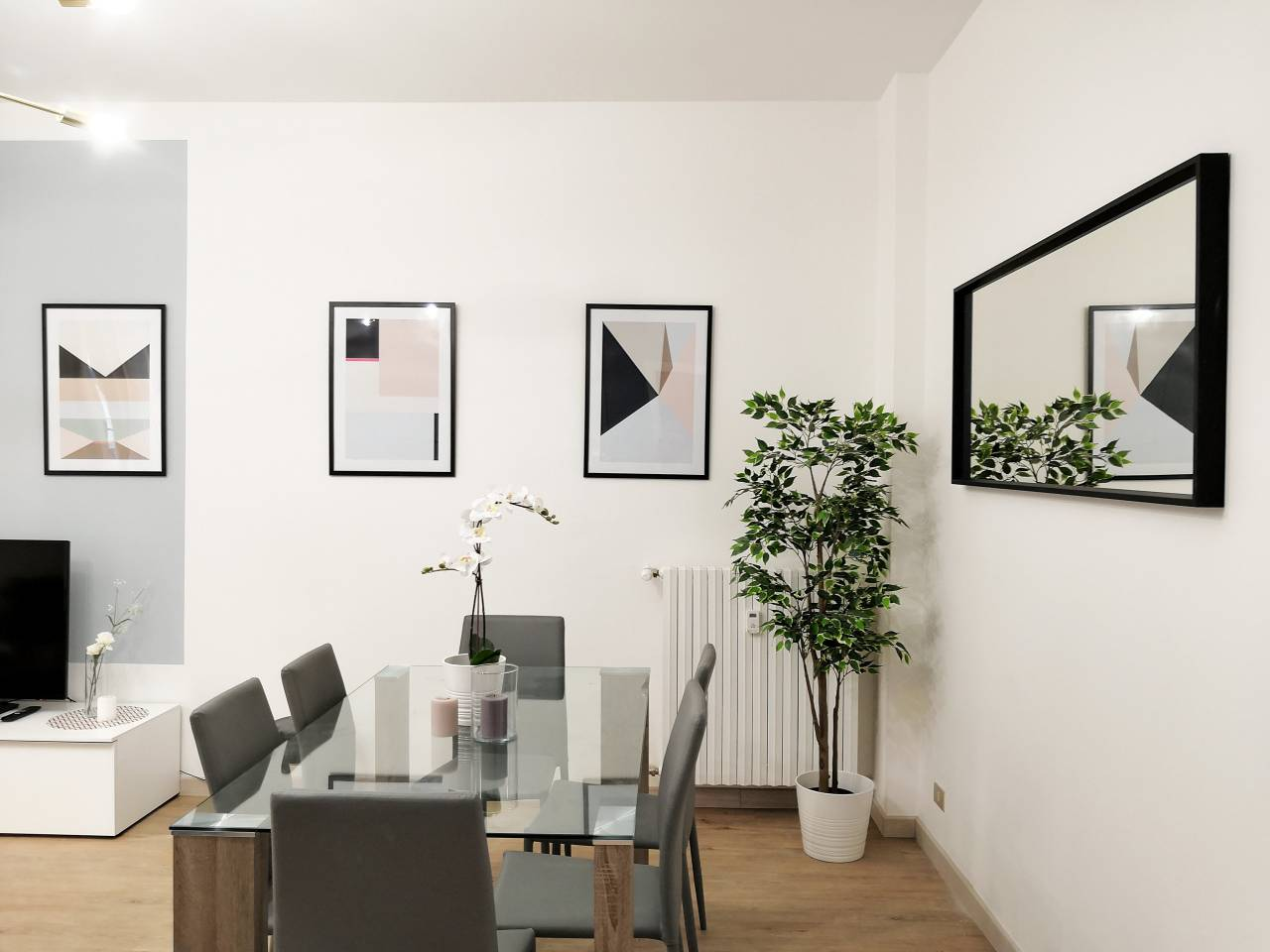 Apartment Hintown Austere Elegance 2 photo 18313475