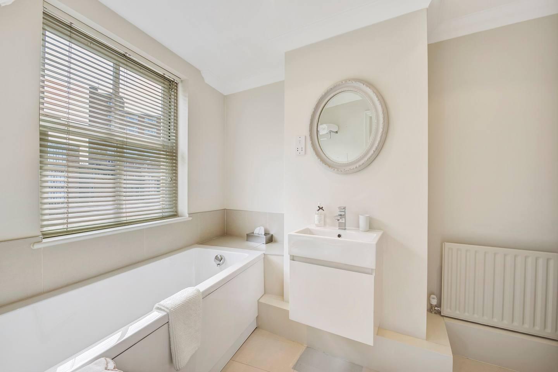 Ultra-elegant Kensington house for 7 with garden photo 16199158
