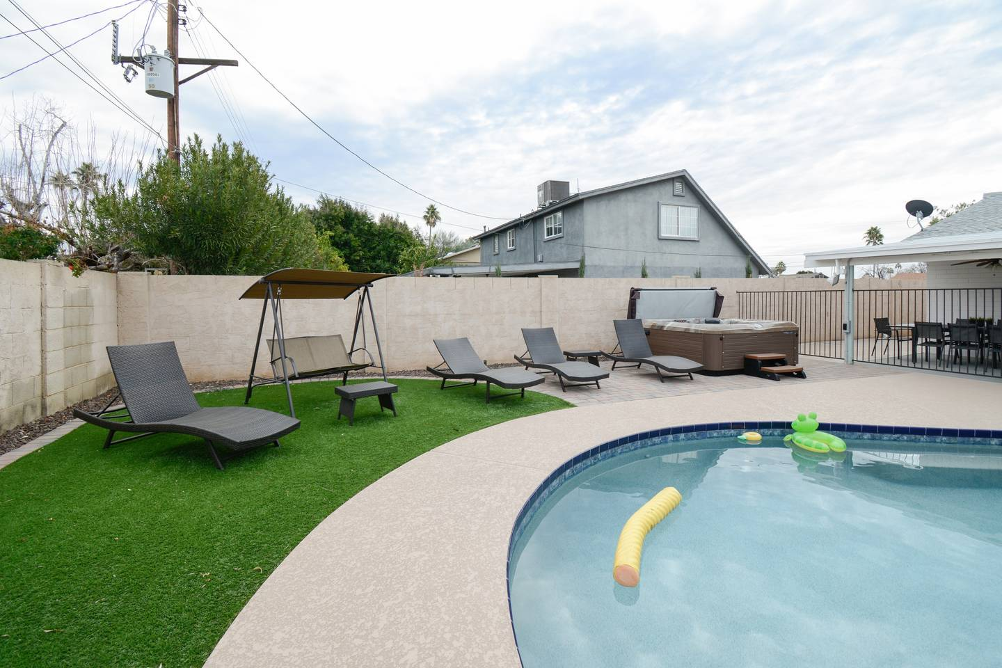 Apartment Epic Family Style Home near Old Town with Pool photo 19241933
