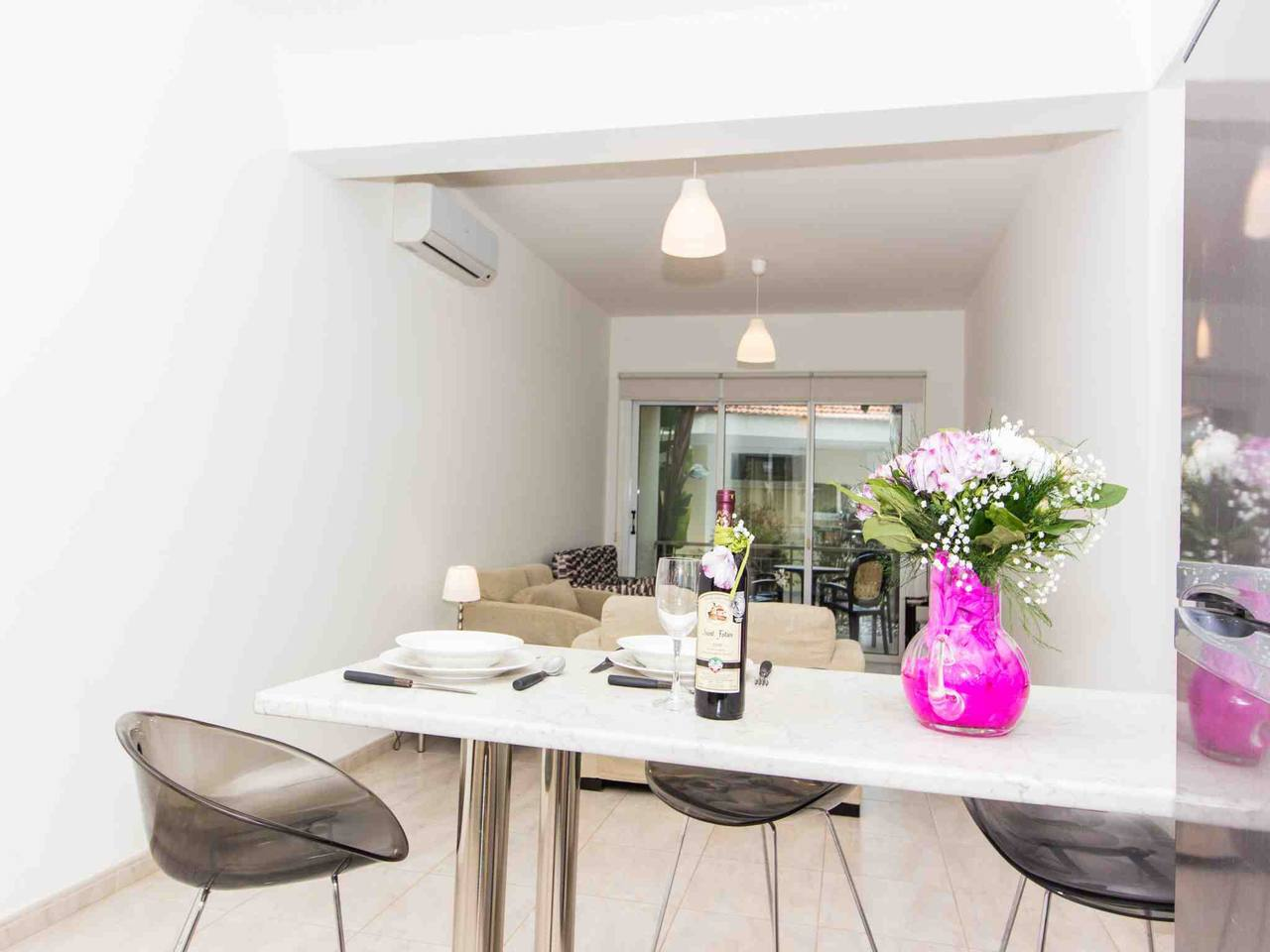 Modern 1 Bedroom Apartment with Communal Pool  - Great Kings Complex B19 photo 28946162