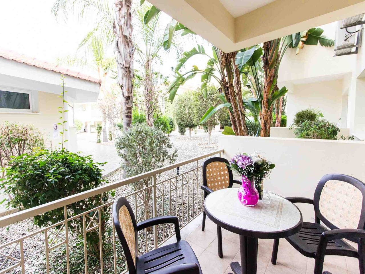 Apartment Modern 1 Bedroom Apartment with Communal Pool  - Great Kings Complex B19 photo 28950550