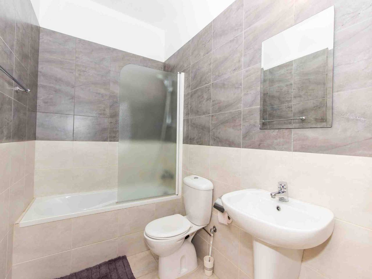 Apartment Modern 1 Bedroom Apartment with Communal Pool  - Great Kings Complex B19 photo 28950551