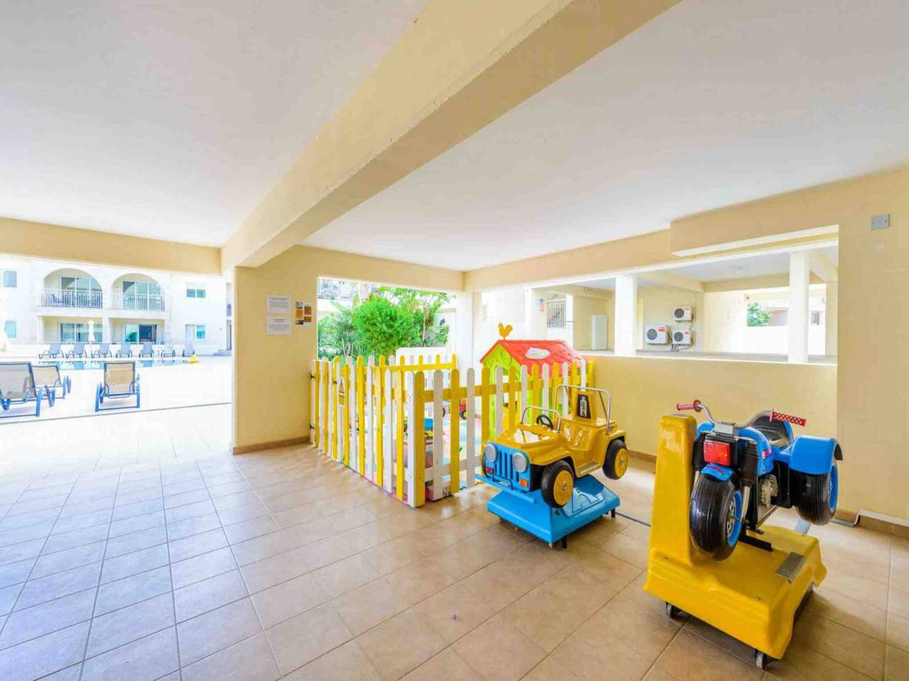 Apartment Modern 1 Bedroom Apartment with Communal Pool  - Great Kings Complex B19 photo 28950552