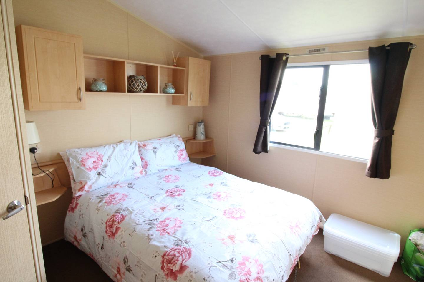 Spacious open plan Willerby Rio 2 bedroom caravan photo 13827112