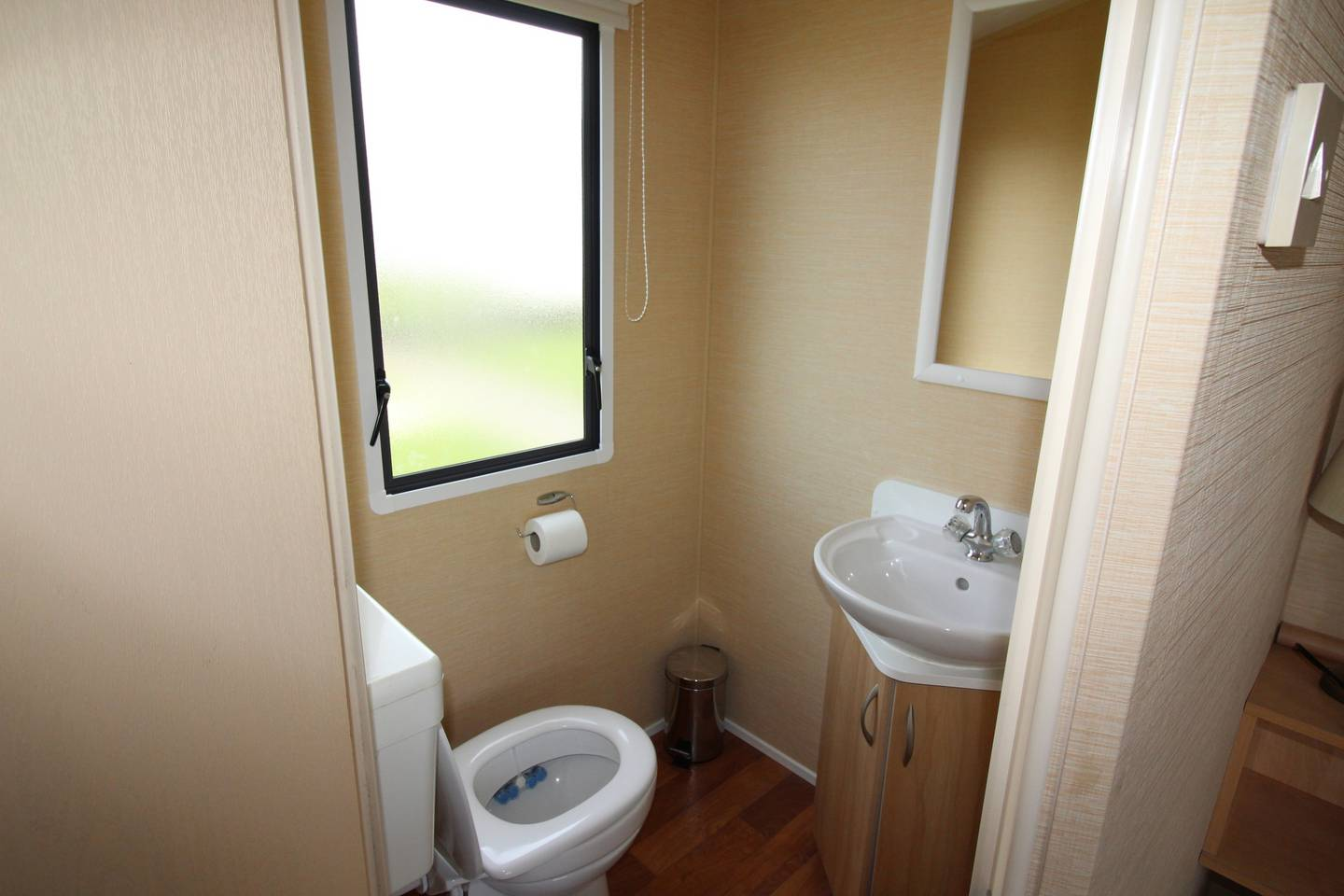 Spacious open plan Willerby Rio 2 bedroom caravan photo 13827114