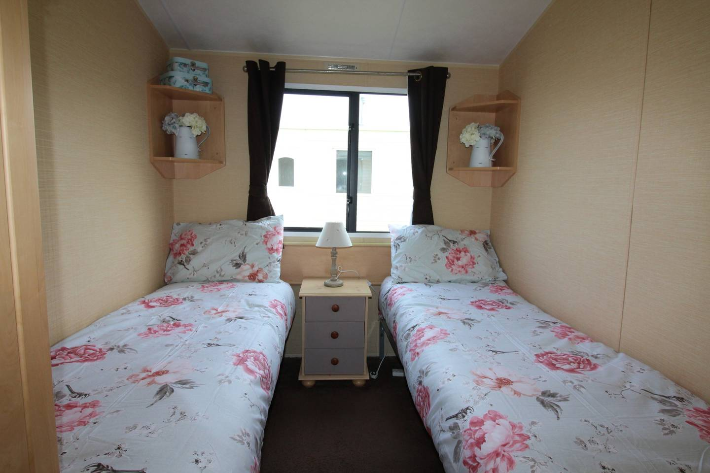 Spacious open plan Willerby Rio 2 bedroom caravan photo 13827120