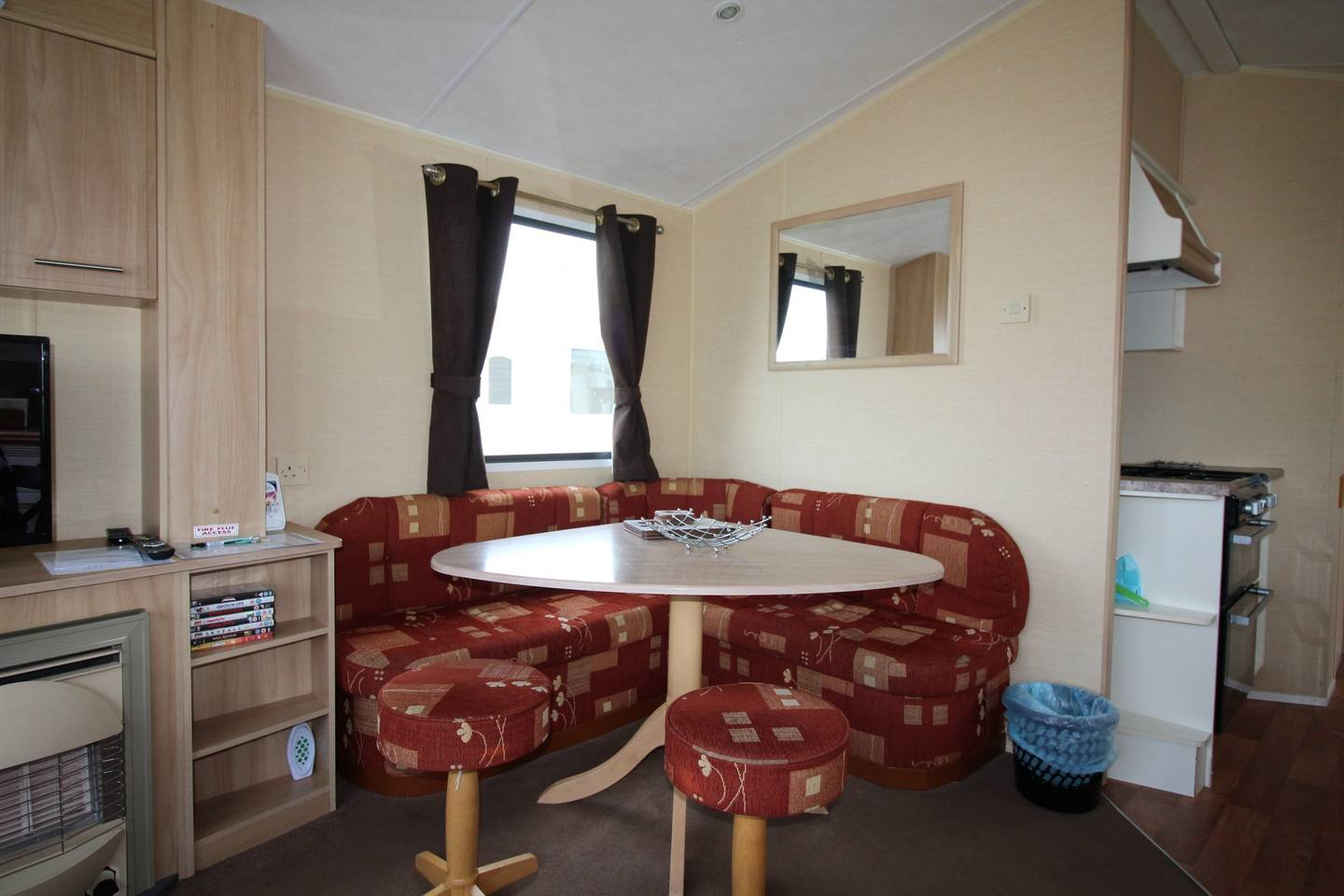 Spacious open plan Willerby Rio 2 bedroom caravan photo 18449162