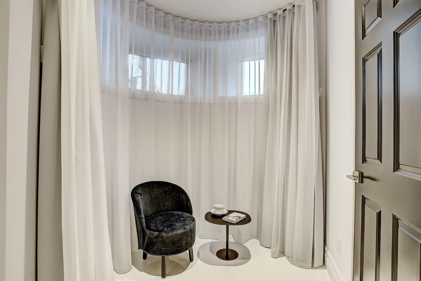 Downtown Museum District Suite Design Studio photo 16934007