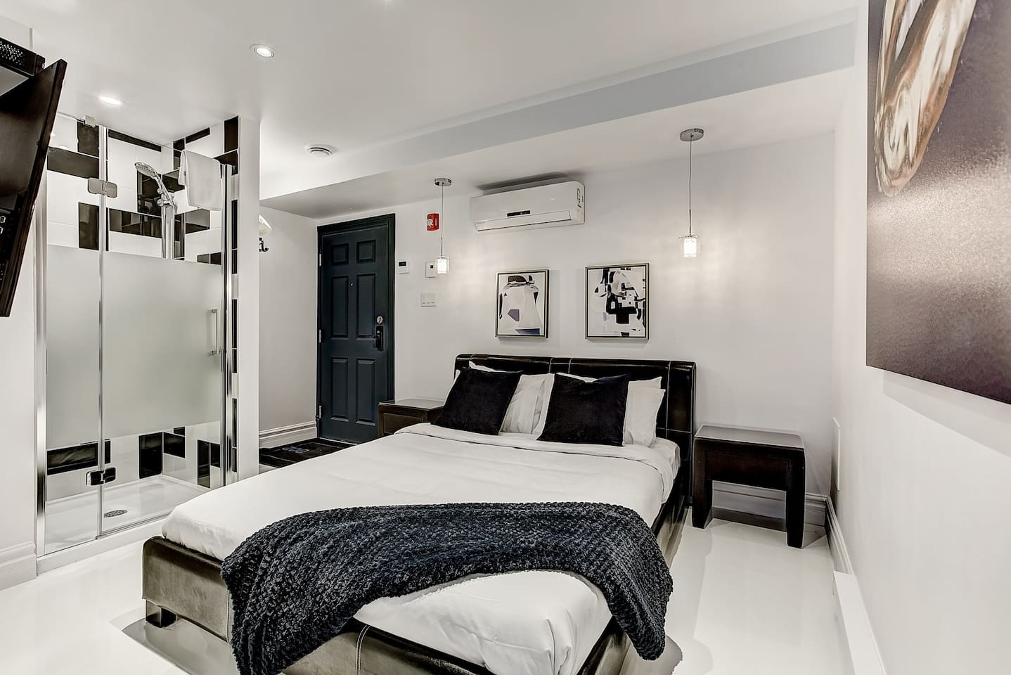 Apartment Downtown Museum District Suite Design Studio photo 25827690