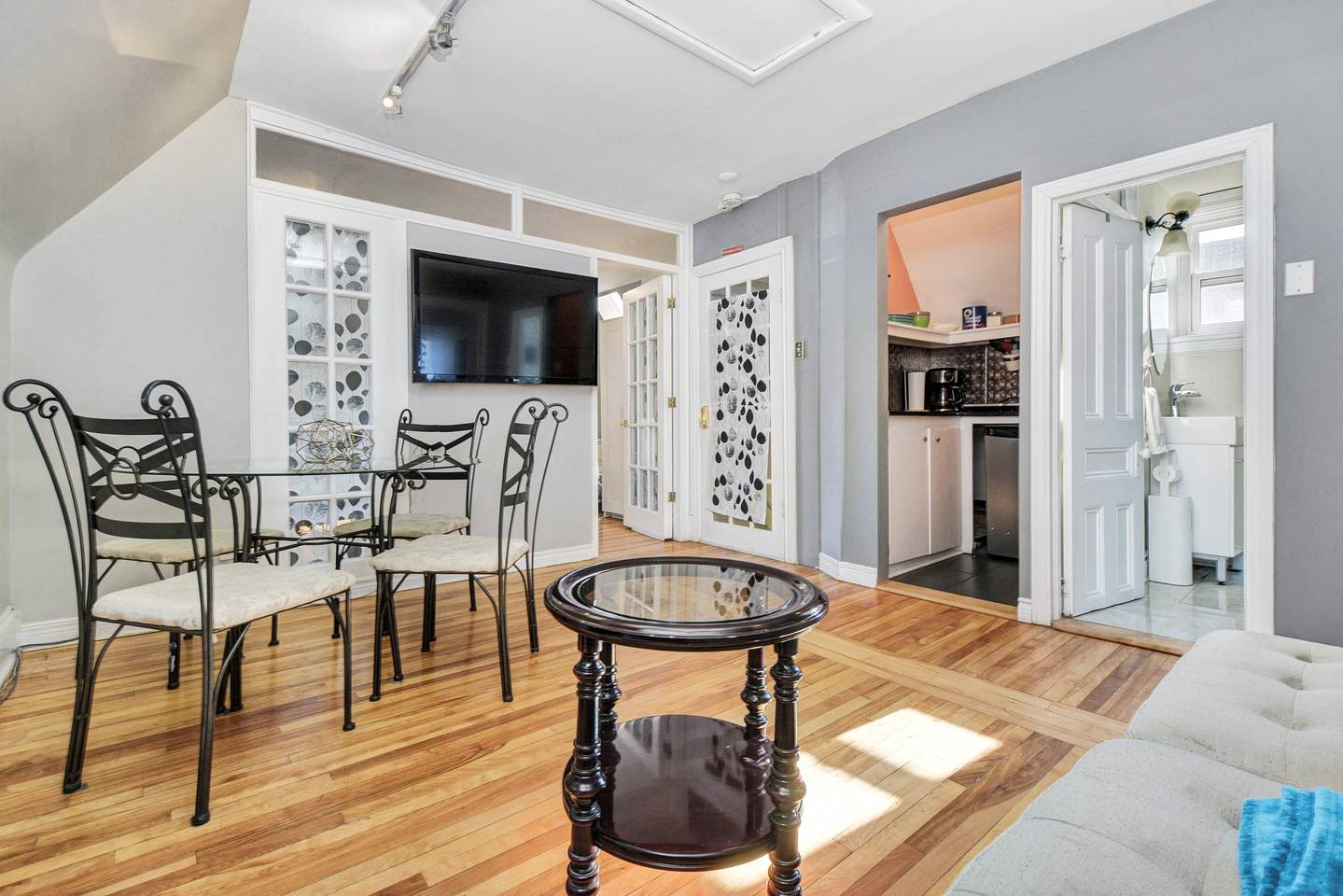 Apartment 2 BD Apt in Heritage House for 7 with Parking  Unit 7 photo 18764551