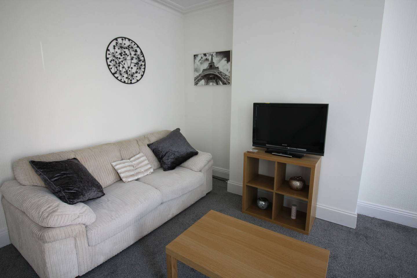 Lovely 2 Bed House with office space, Leeds photo 16864826