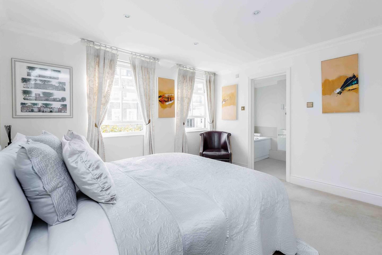 Ultra-elegant Kensington house for 7 with garden photo 16056414