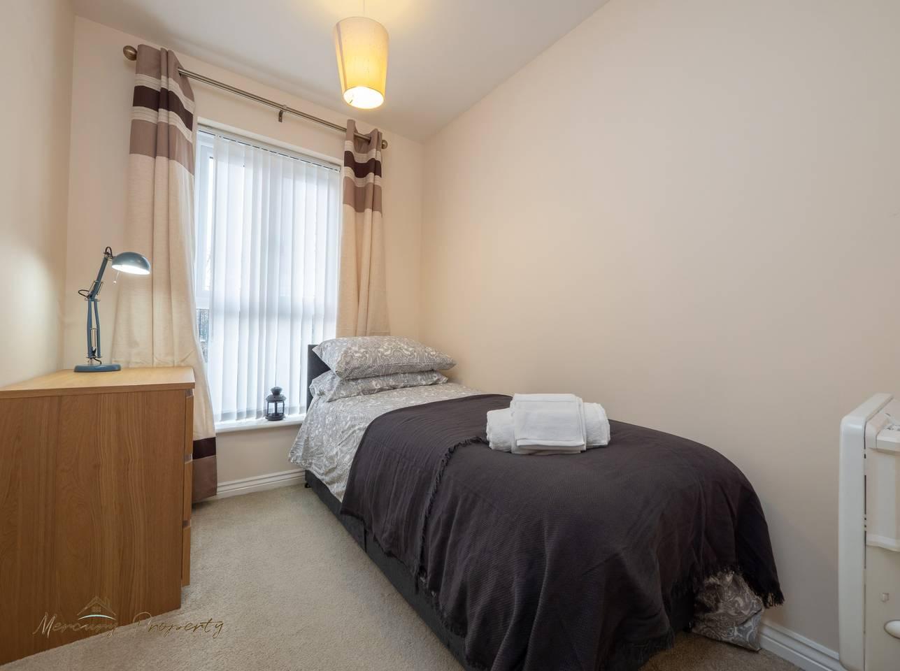 Ashdown -Bed Apartment Reading Town w/ Balcony (5) photo 25233656