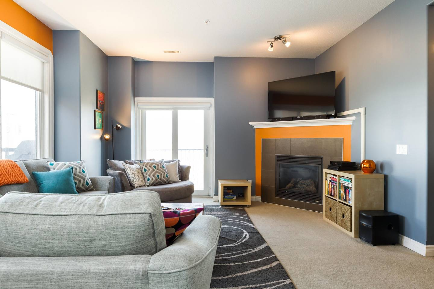 Luxury, 2 Story Condo Near Rogers Place, Downtown photo 18353211
