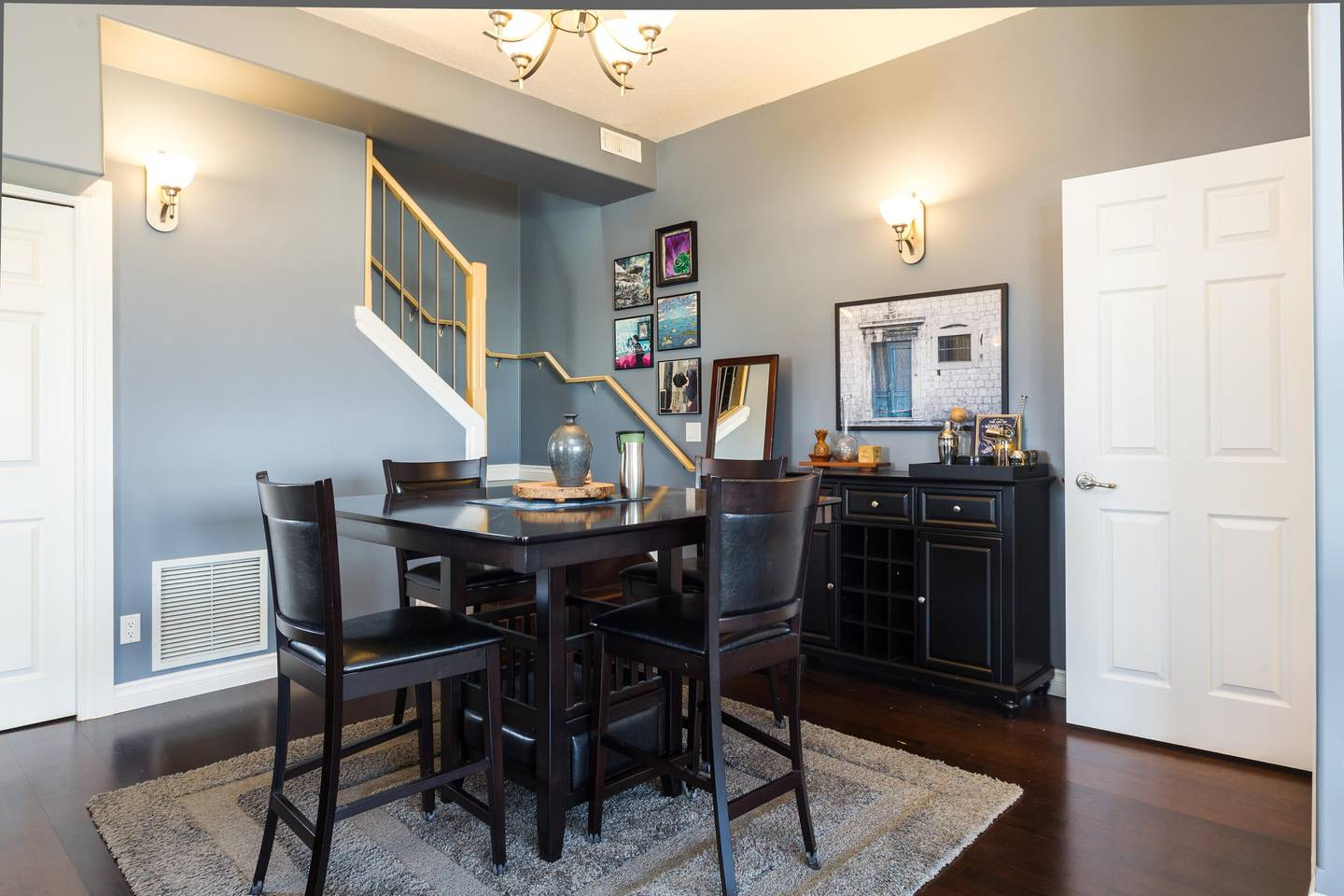 Luxury, 2 Story Condo Near Rogers Place, Downtown photo 25966046