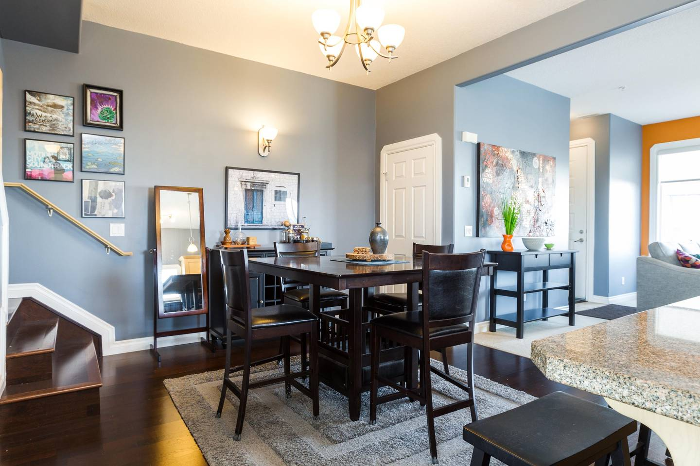 Luxury, 2 Story Condo Near Rogers Place, Downtown photo 18725368