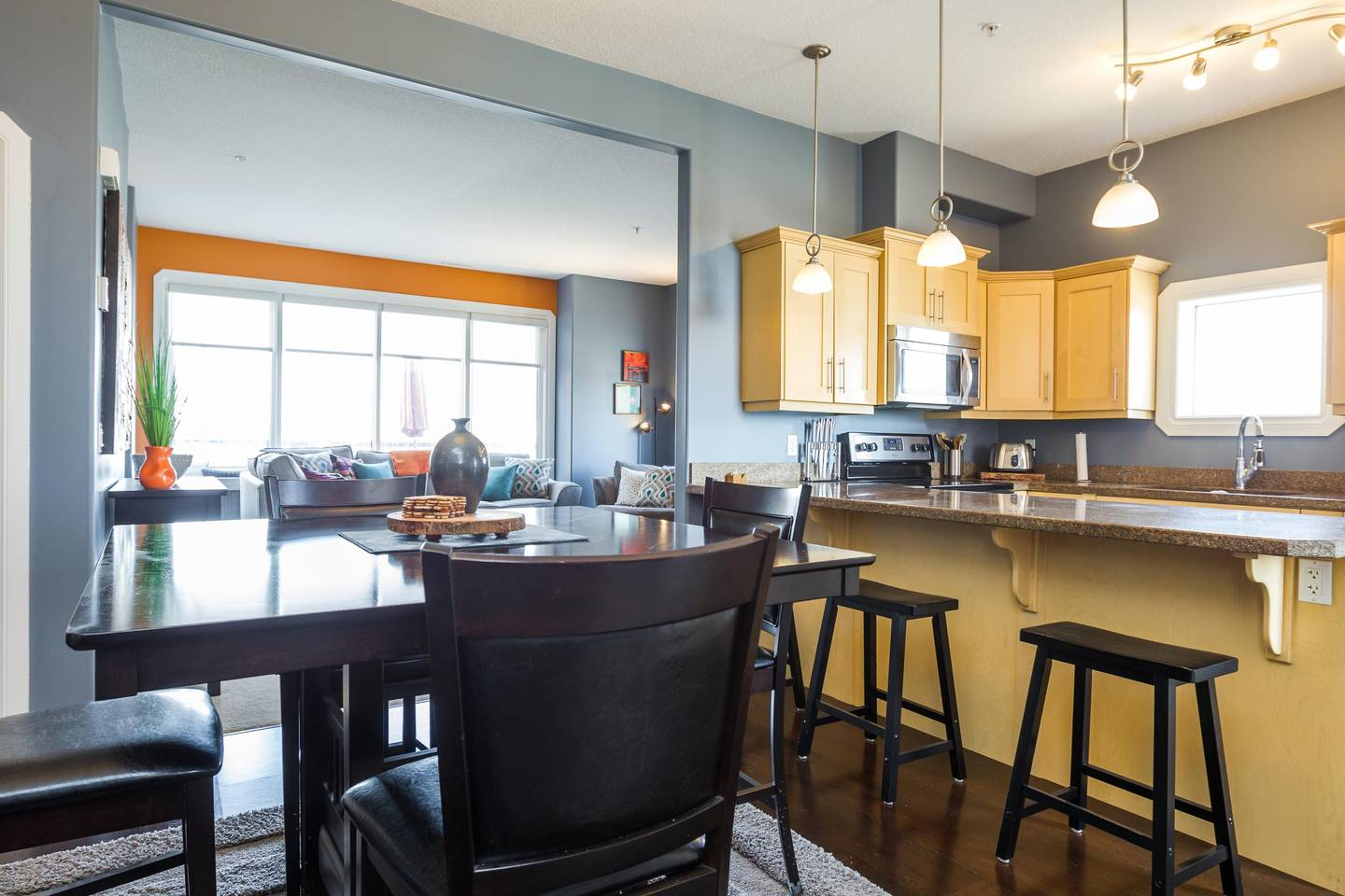 Apartment Luxury  2 Story Condo Near Rogers Place  Downtown photo 18620323