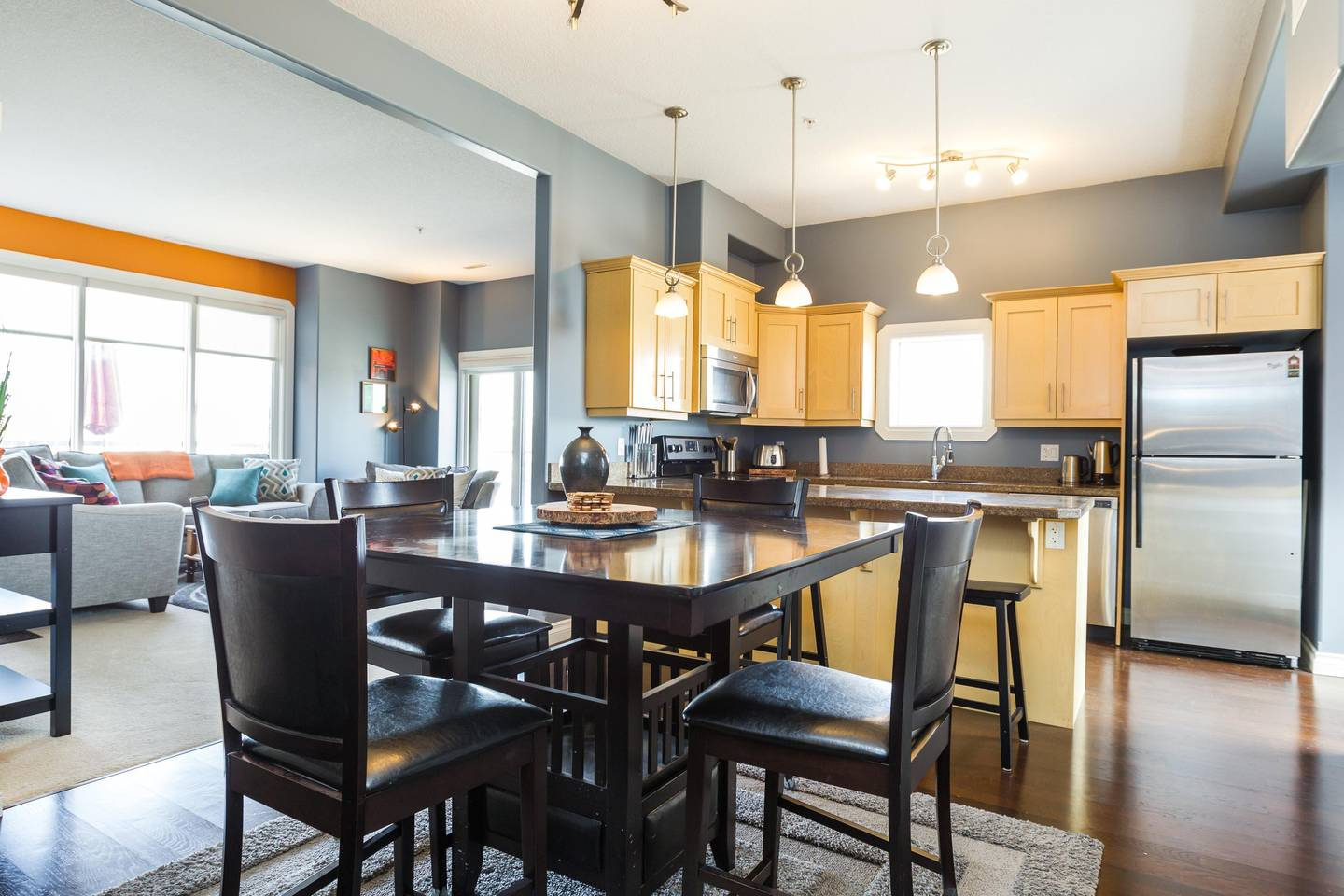 Apartment Luxury  2 Story Condo Near Rogers Place  Downtown photo 25966051