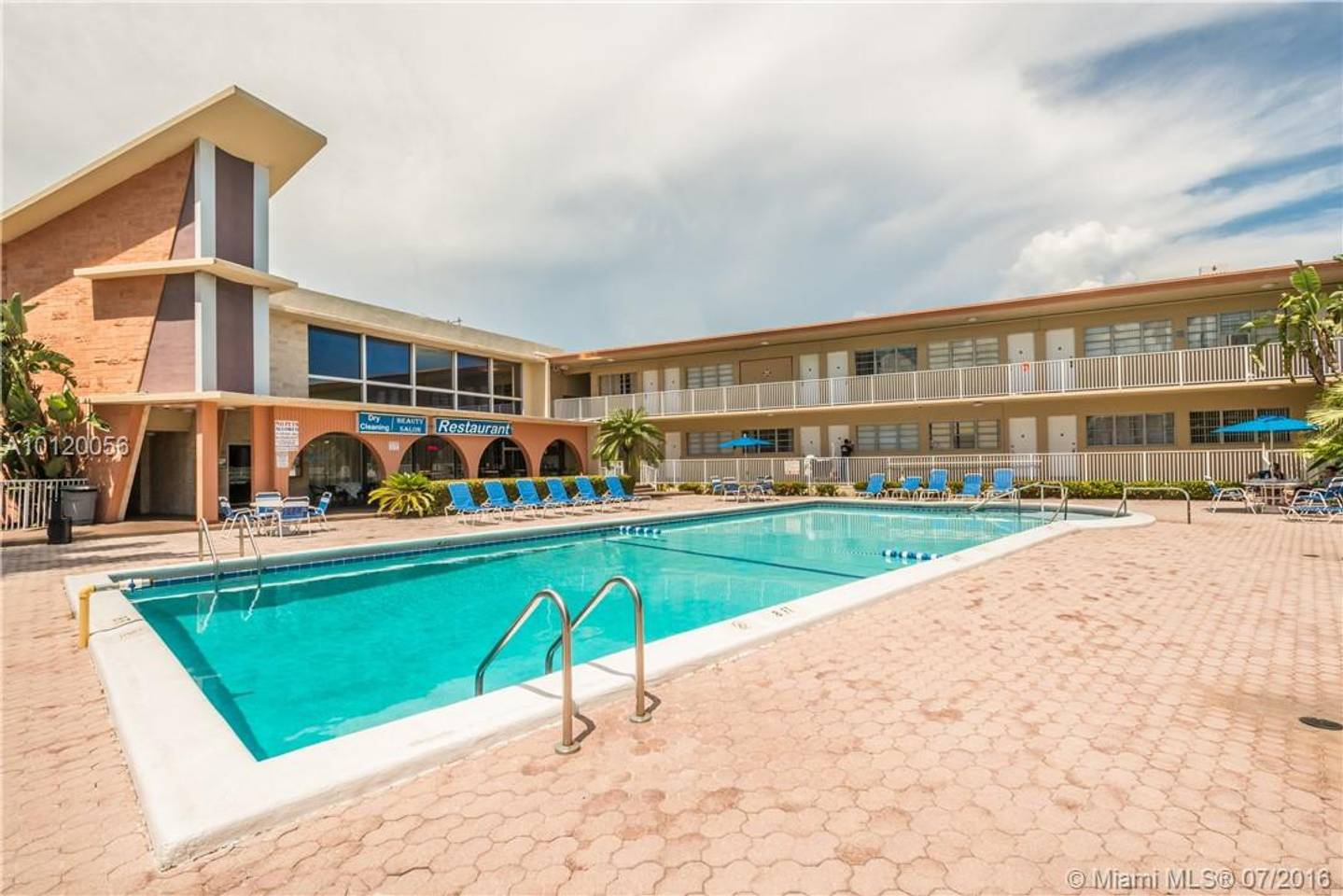 Apartment Amazing 1br apartment with pool  Hallandale Beach  photo 25605649