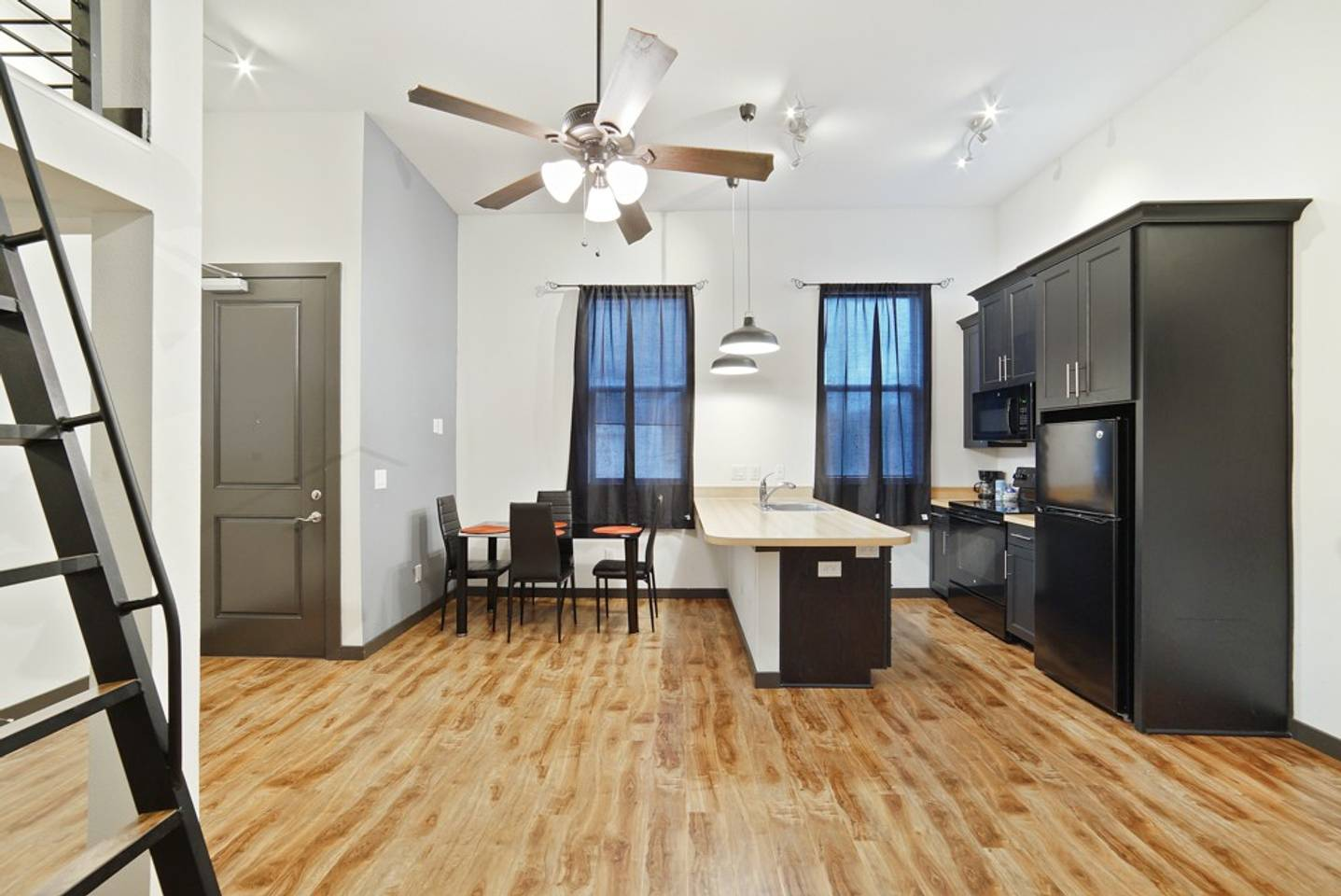 Loft Style Living in Downtown Tampa #103 photo 19380848
