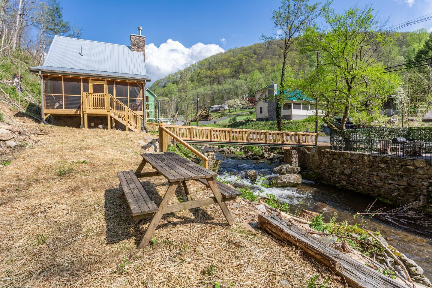 Apartment On Roaring Fork Stream  9 Miles to DwTn Gatlinburg photo 28171377