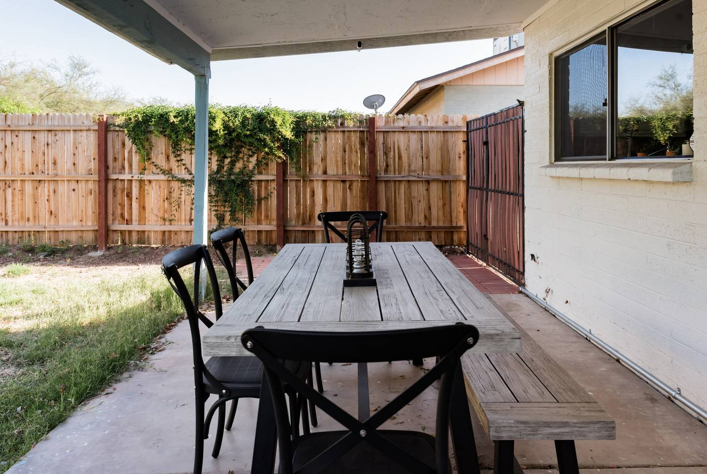 Apartment Renovated Home with a Private Backyard and Hot Tub near Asu photo 16925648