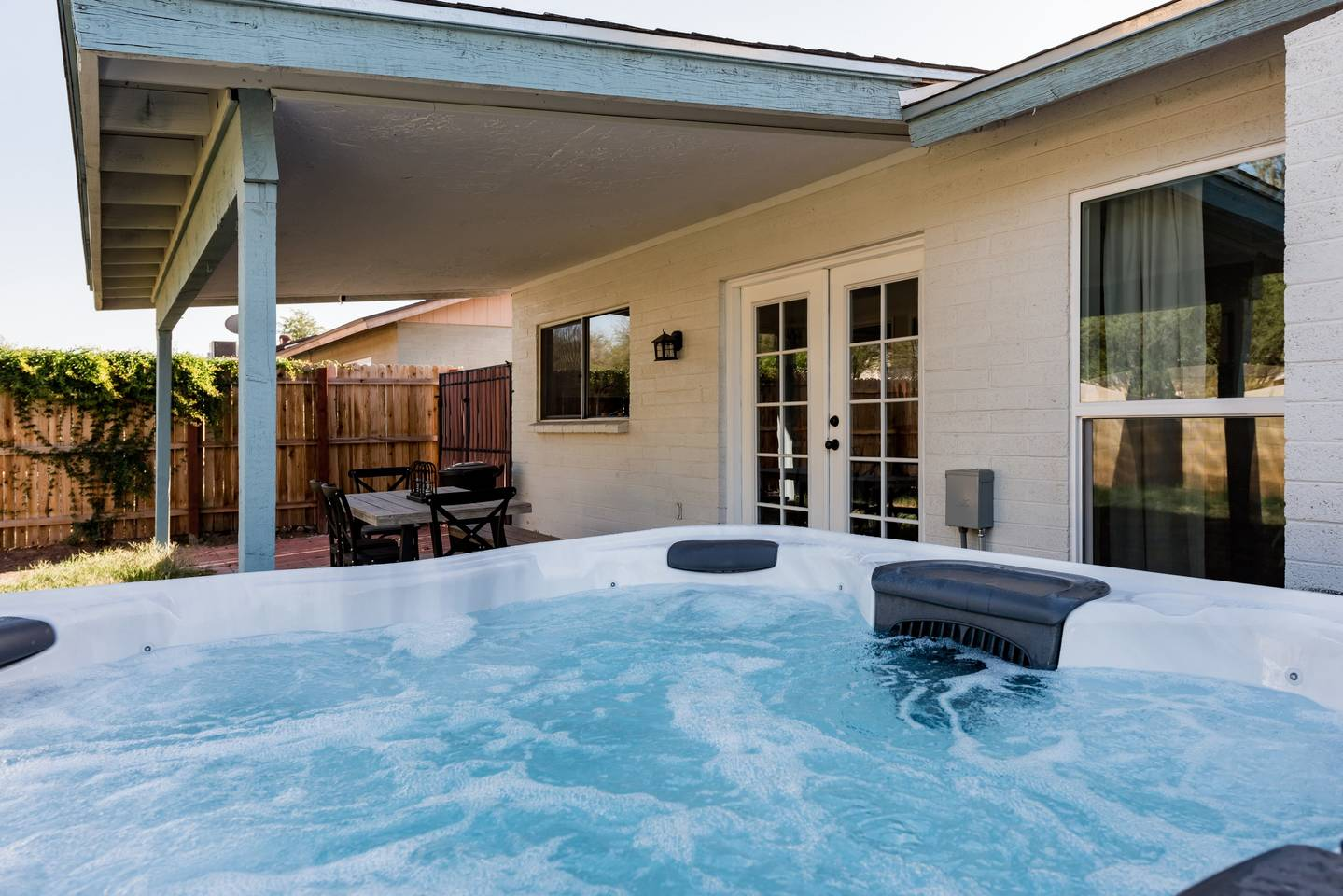 Apartment Renovated Home with a Private Backyard and Hot Tub near Asu photo 16961133