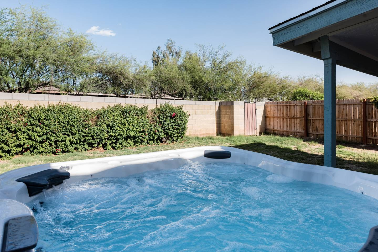 Apartment Renovated Home with a Private Backyard and Hot Tub near Asu photo 16961137