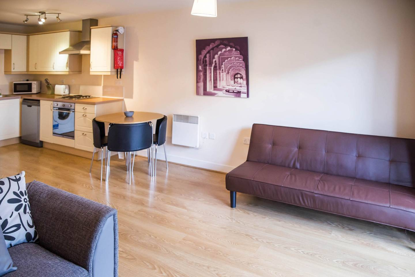 Modern Flat By Hitchin Station with Free Parking photo 16997838