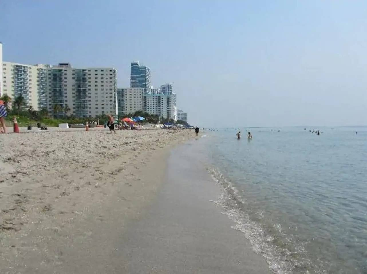 Apartment Amazing 1br apartment with pool  Hallandale Beach  photo 25605672