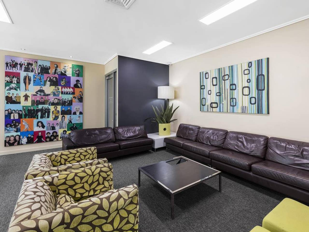 Apartment 2BR EPIC VIEWS    CBD    2 Cars    Pool   Wine   Gym   Netflix photo 16688859