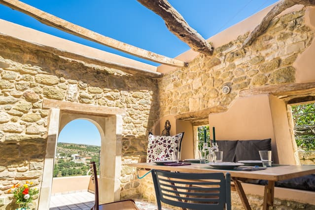 Joy: Stone Villa in the countryside - AC - WIFI - TV