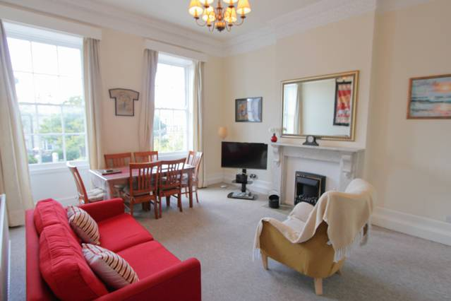 Clifton Village Flat in Prime Location -Airbristol